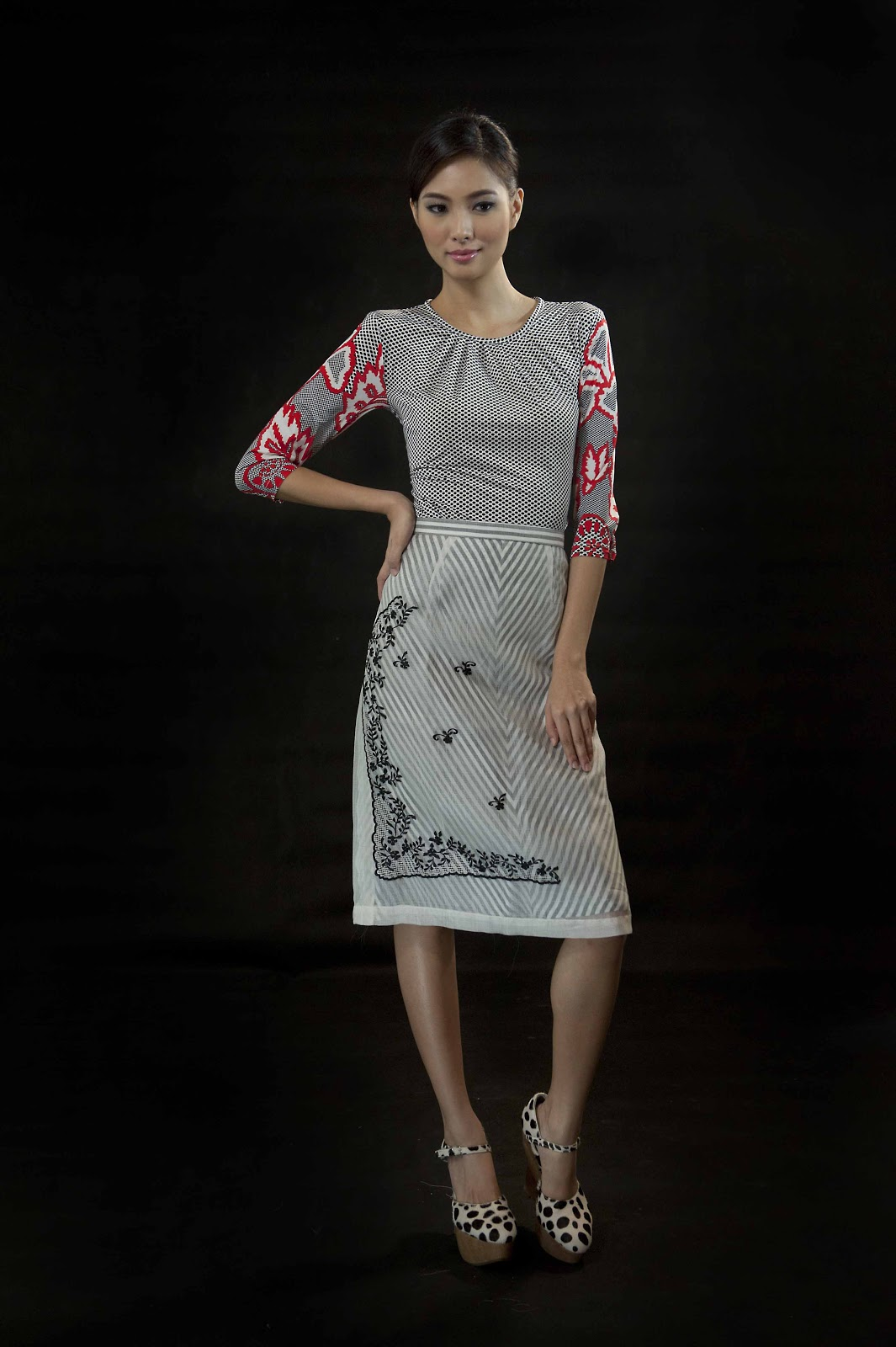 Filipiniana Terno Dress http://www.manilafashionobserver.com/2012/12/modern-filipiniana-at-religioso.html