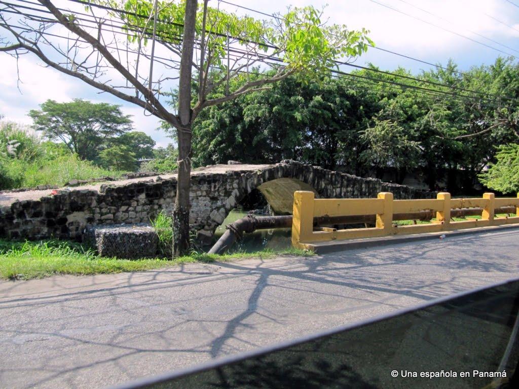 puente rey camino cruces
