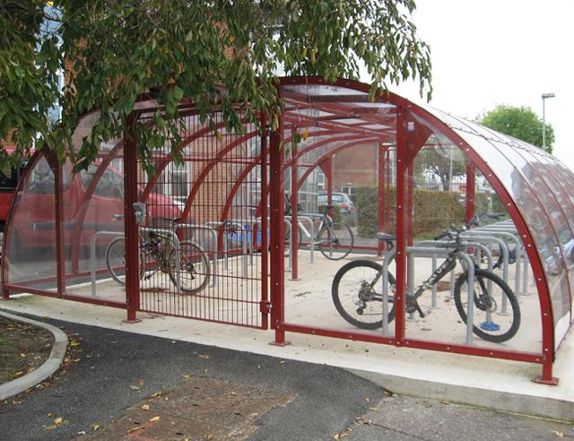 Bicicletário com cobertura de PET