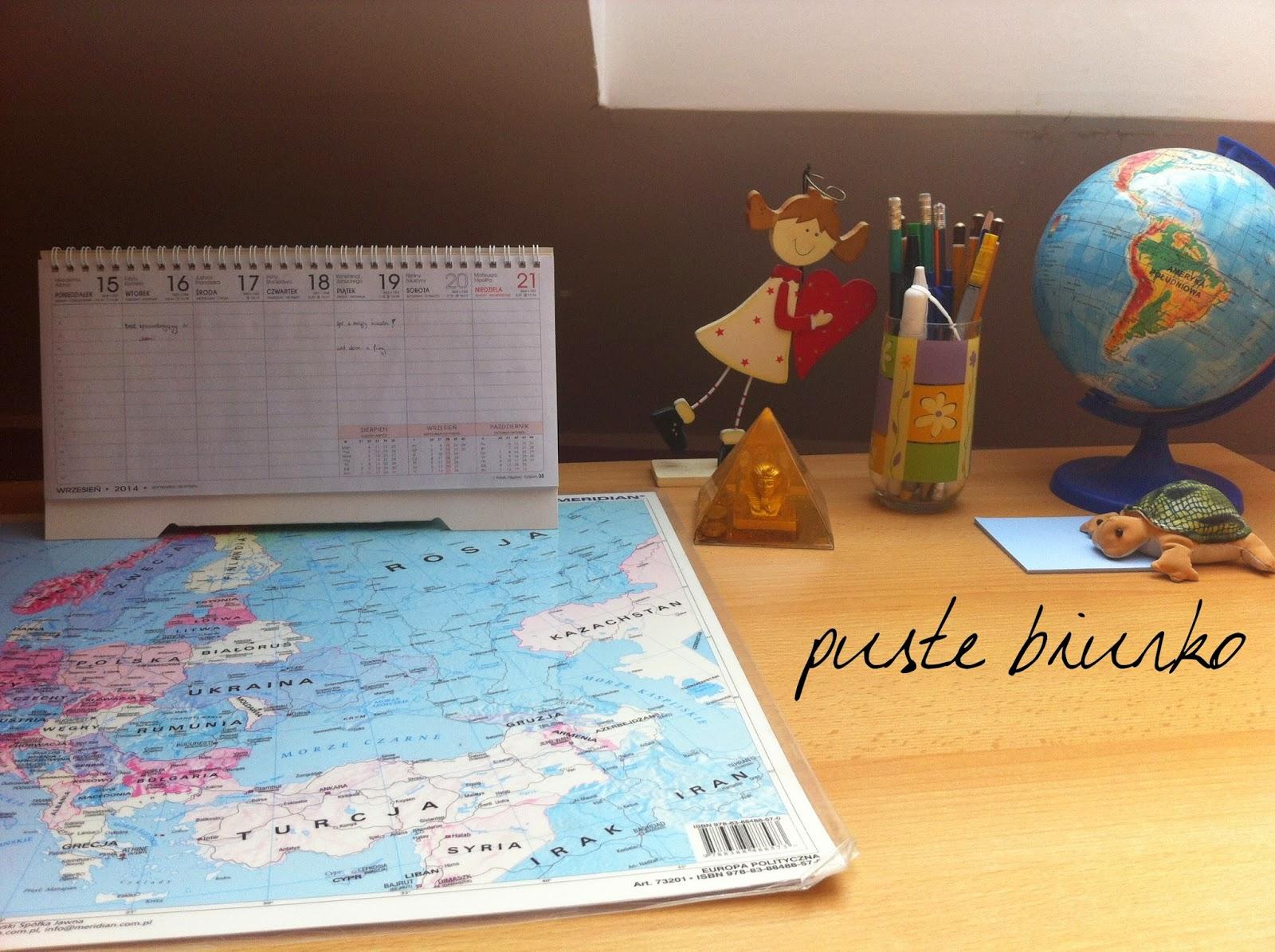posprzątane, puste biurko | kalendarz, mapa europy