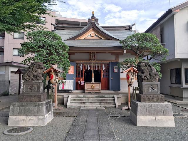 穏田神社,狛犬,拝殿,原宿〈著作権フリー無料画像〉Free Stock Photos