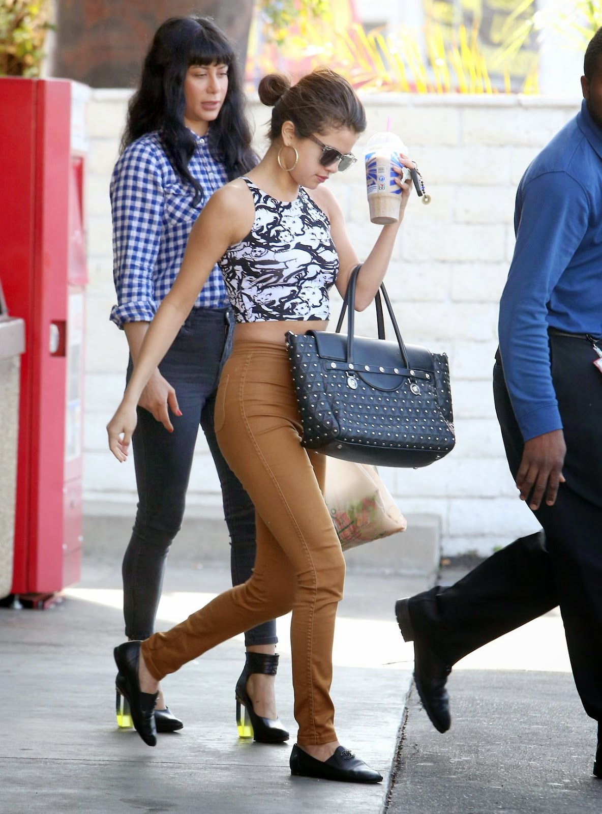 Celebs Galaxy Selena Gomez Street Style Out In Los Angeles January 2014