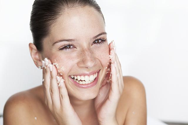 scrub viso, miele, olio di oliva, zucchero di canna, cura del viso