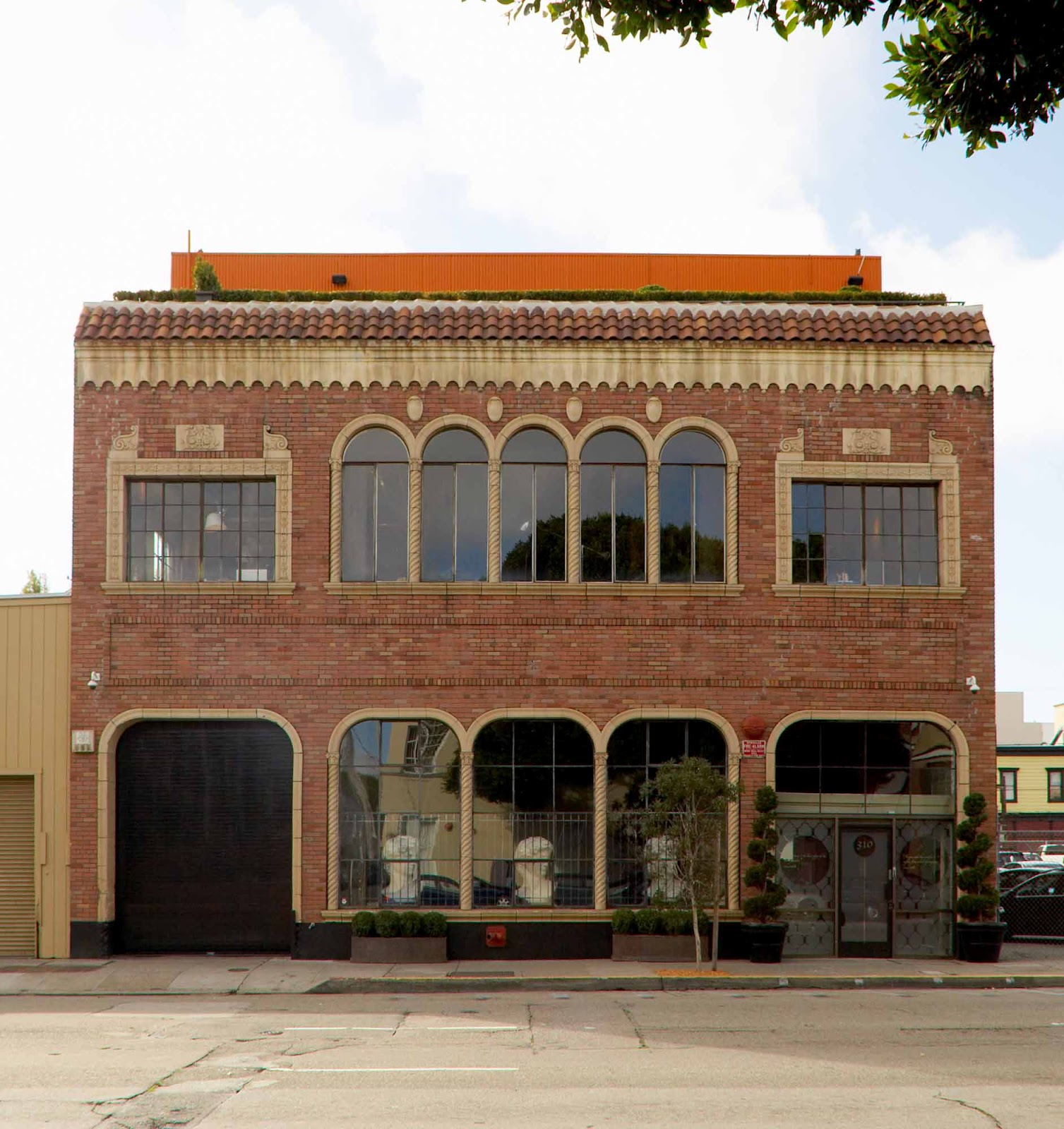 warehouse loft apartment exterior. loft building with1920 s  Moorish Venetian exterior interior pure warehouse with brick I sort of long to live in a converted Especially if it