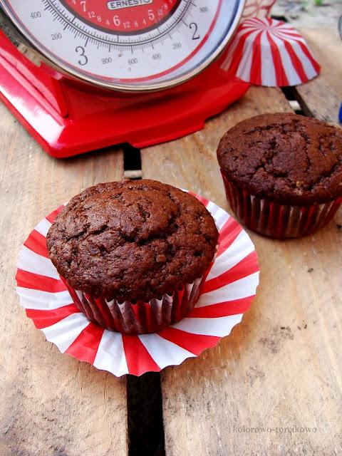 pełnoziarniste muffinki czekoladowe