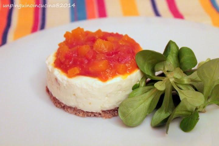 cheesecake salata con chutney di pomodoro e mela allo zenzero