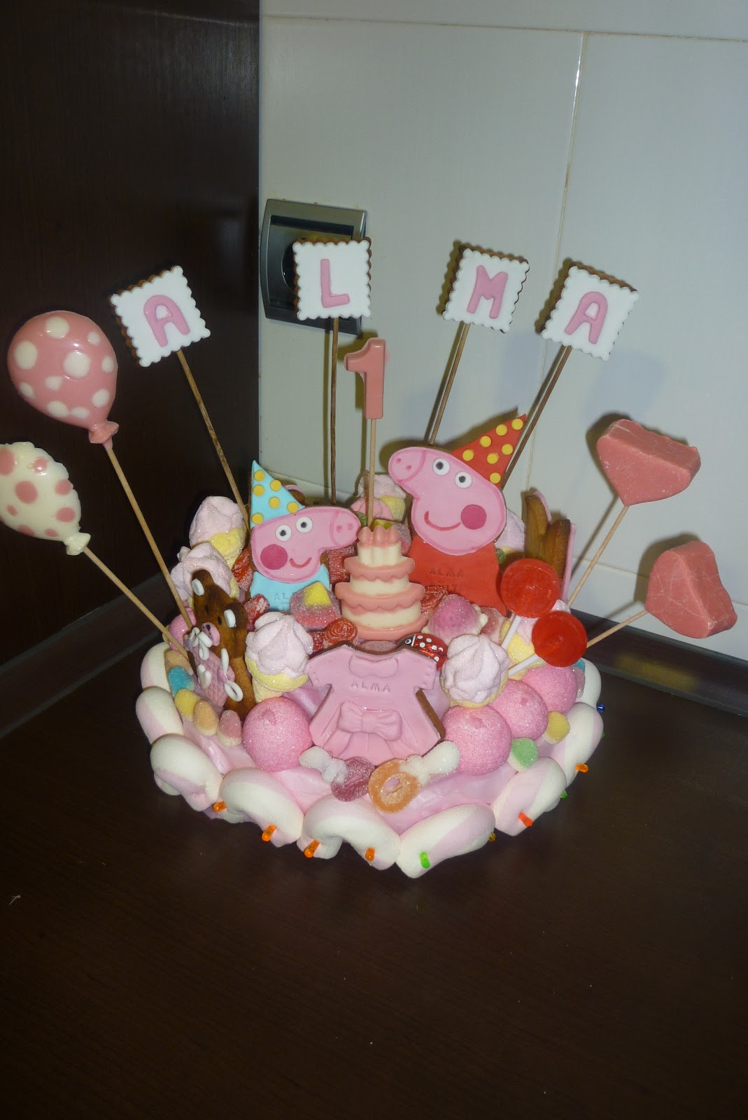 Chuches a la carta tarta de chuches peppa pig for Centros de mesa con chuches