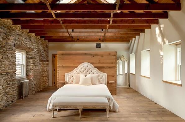 Remodelaci n de casa de piedra y madera en el campo - Pared rustica interior ...