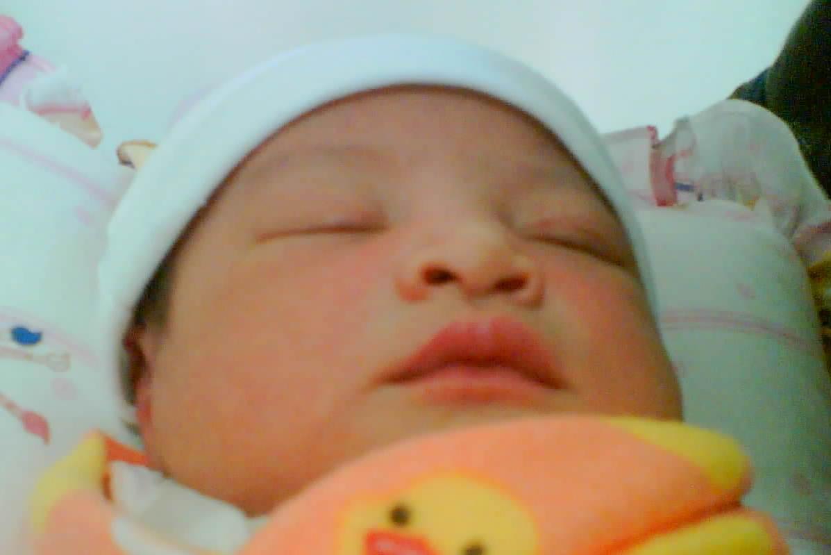 Kumpulan nama bayi perempuan dan laki laki islami yang lengkap dengan
