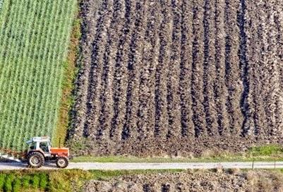 Διαμαρτυρία αγροτών στην Εφορία Καρδίτσας