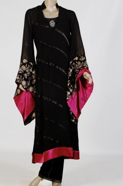 Long Shirts Fashion In Pakistan http://unifashio.blogspot.com/2011/01/latest-craze-of-year-for-ladies-vol-2.html