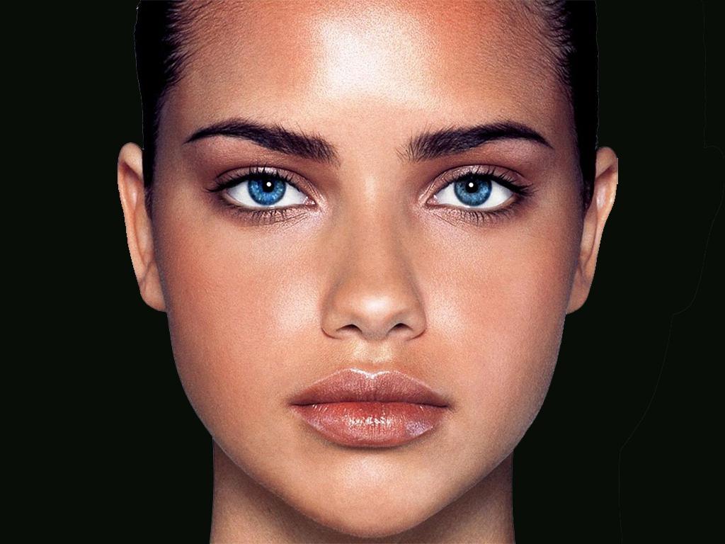 Голубые глаза без макияжа