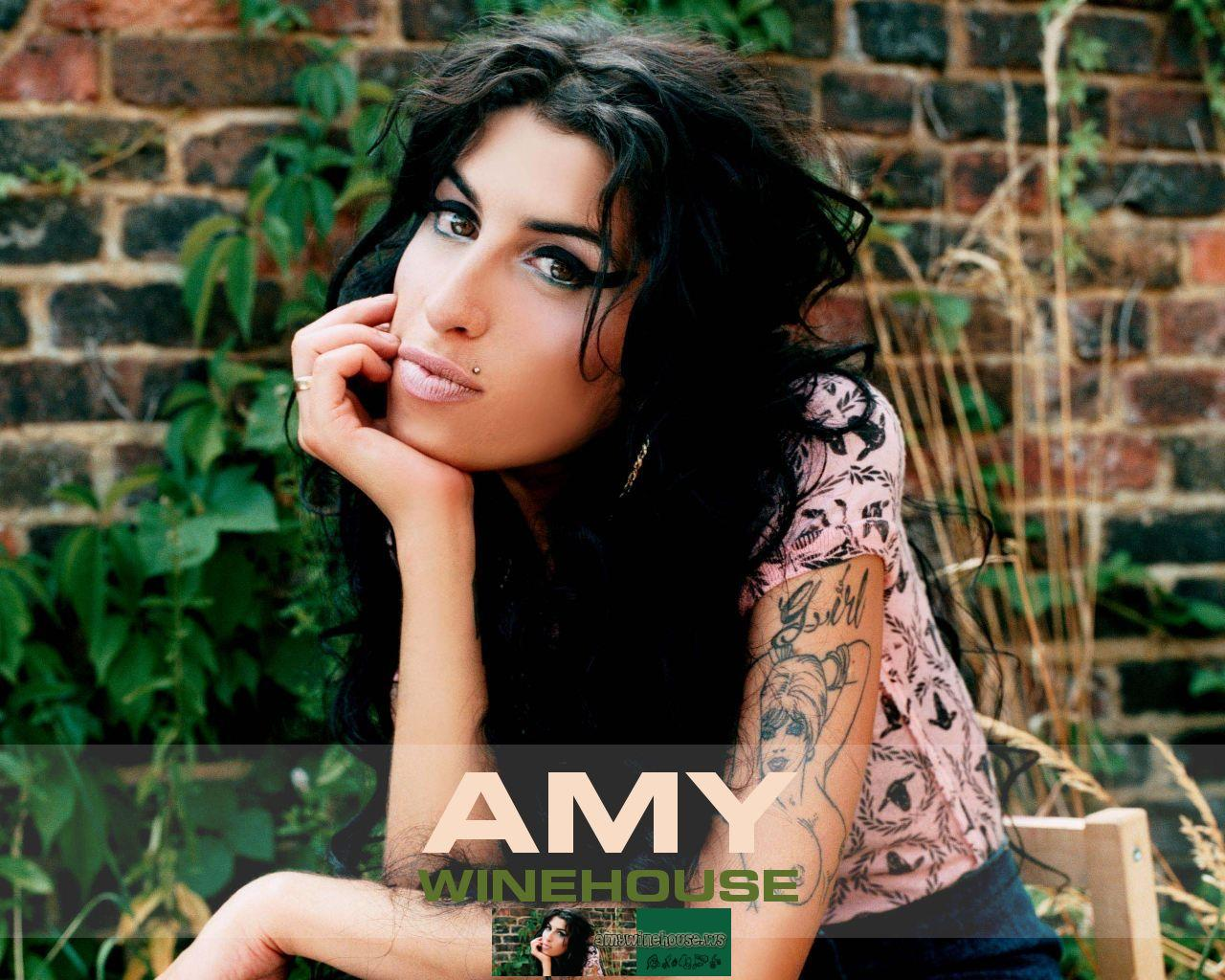 http://1.bp.blogspot.com/-5FB0mF4ffCk/TeTCZiRIYRI/AAAAAAAAAMI/EebmKHktSH8/s1600/amy-winehouse-wallpaper-1-big.jpg
