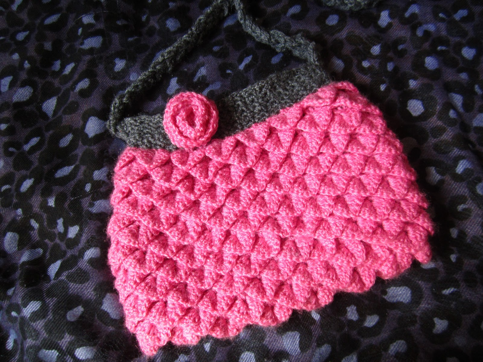 Crochet Zipper Stitch : Somehow managed to add lining and zipper to the bag using this ...