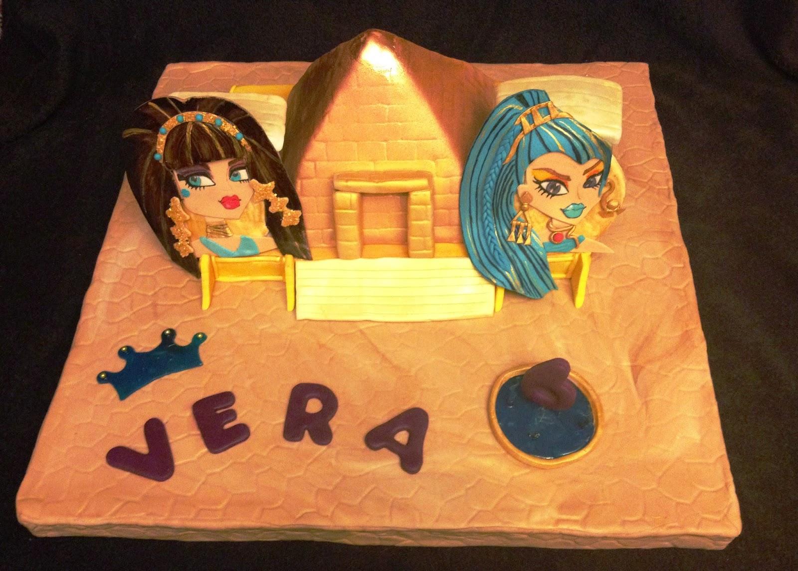 tarta decorada pirámide; tarta piramide; tarta monster high; tarta cleo; tarta nefera