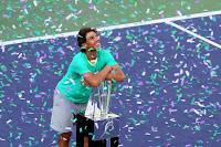 TENIS-Nadal está de vuelta y Sharapova pasa por encima de Wozniacki