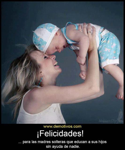 mamá con su hijo lleno de Felicidad