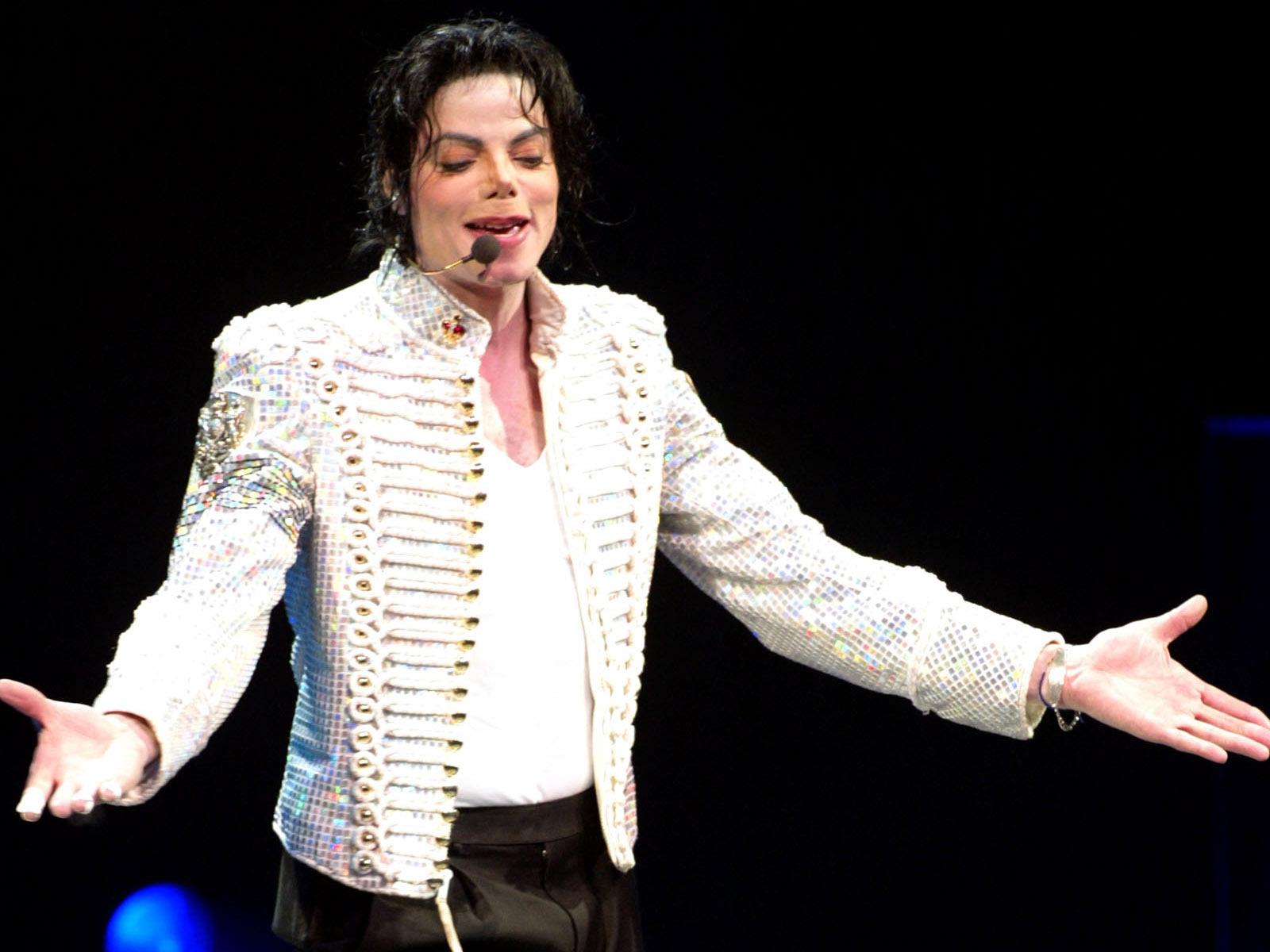 http://1.bp.blogspot.com/-5FcBwWM2BxY/T6mRh2WoyMI/AAAAAAAABkE/p_8cYX5Prdg/s1600/The-best-top-desktop-michael-jackson-wallpapers-12.jpg