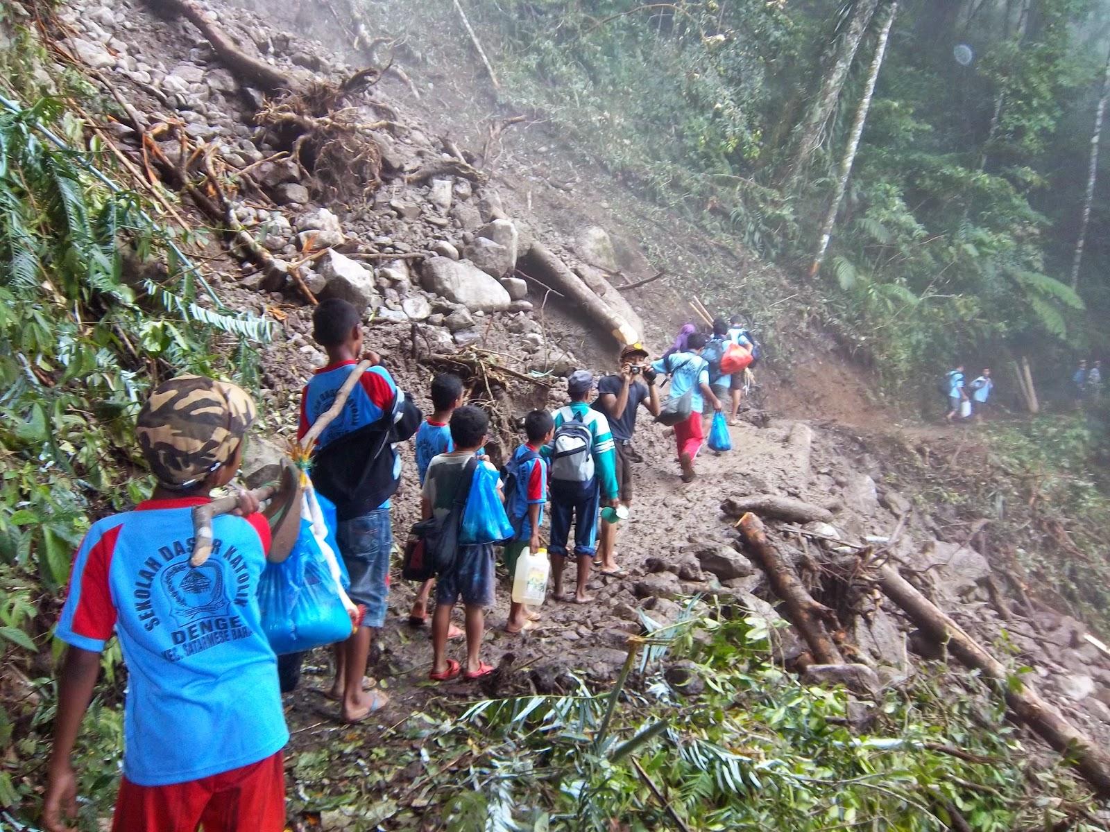 Perjalanan menuju kampung Wae Rebo