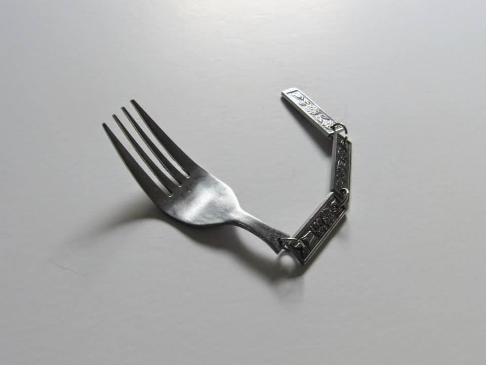 02-kkstudio-The-Uncomfortable-Katerina-Kamprani-www-designstack-co