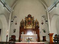 Interior de l'espaiosa nau de l'església de Sant Andreu de Gurb, coberta amb volta apuntada i reforçada per arcs torals