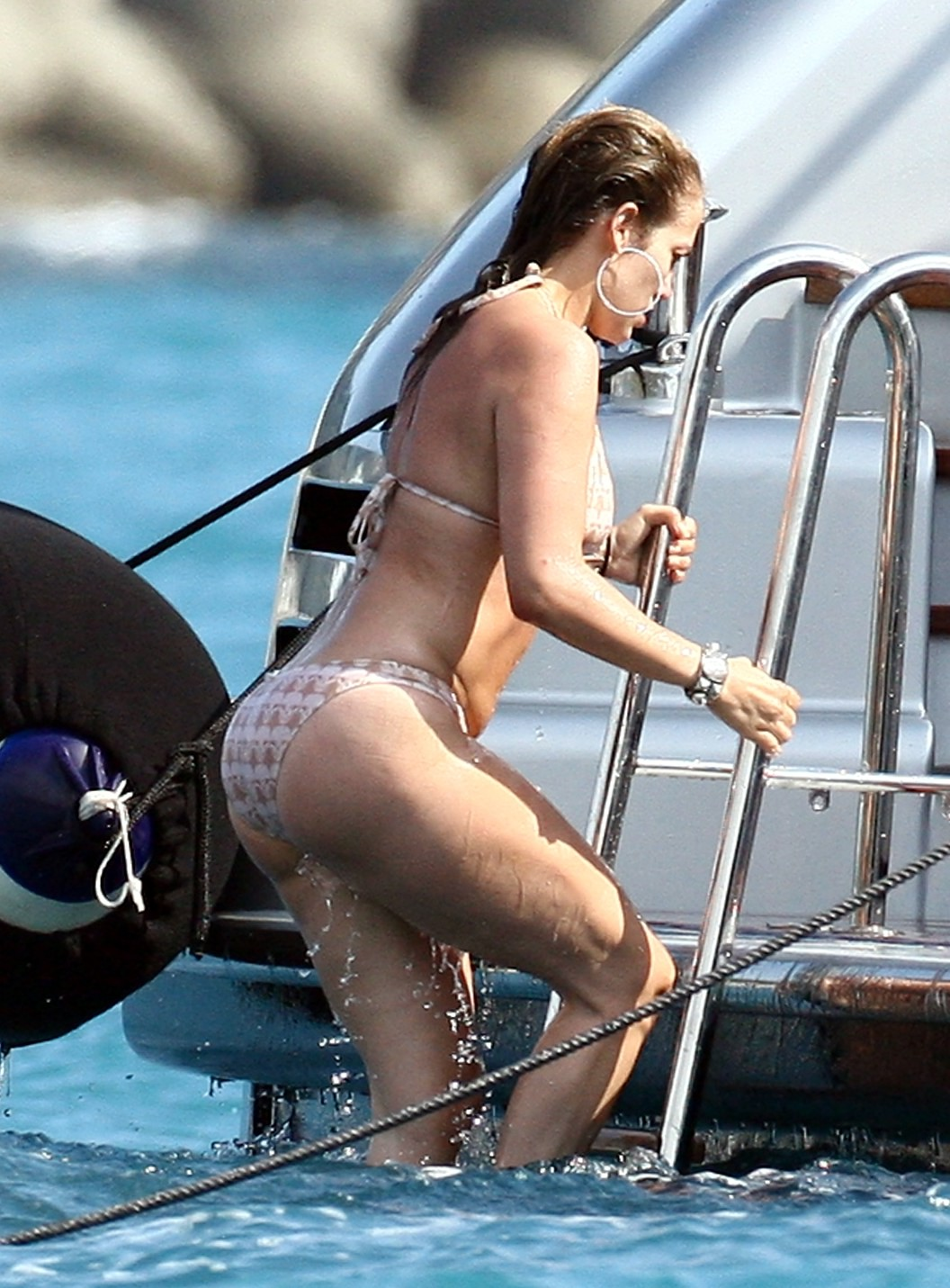 http://1.bp.blogspot.com/-5G15EtWwKY0/TpcMOSz2m6I/AAAAAAAABco/yd4EWGGT4SM/s1600/Jennifer+Lopez+Bikini+%25283%2529.jpg