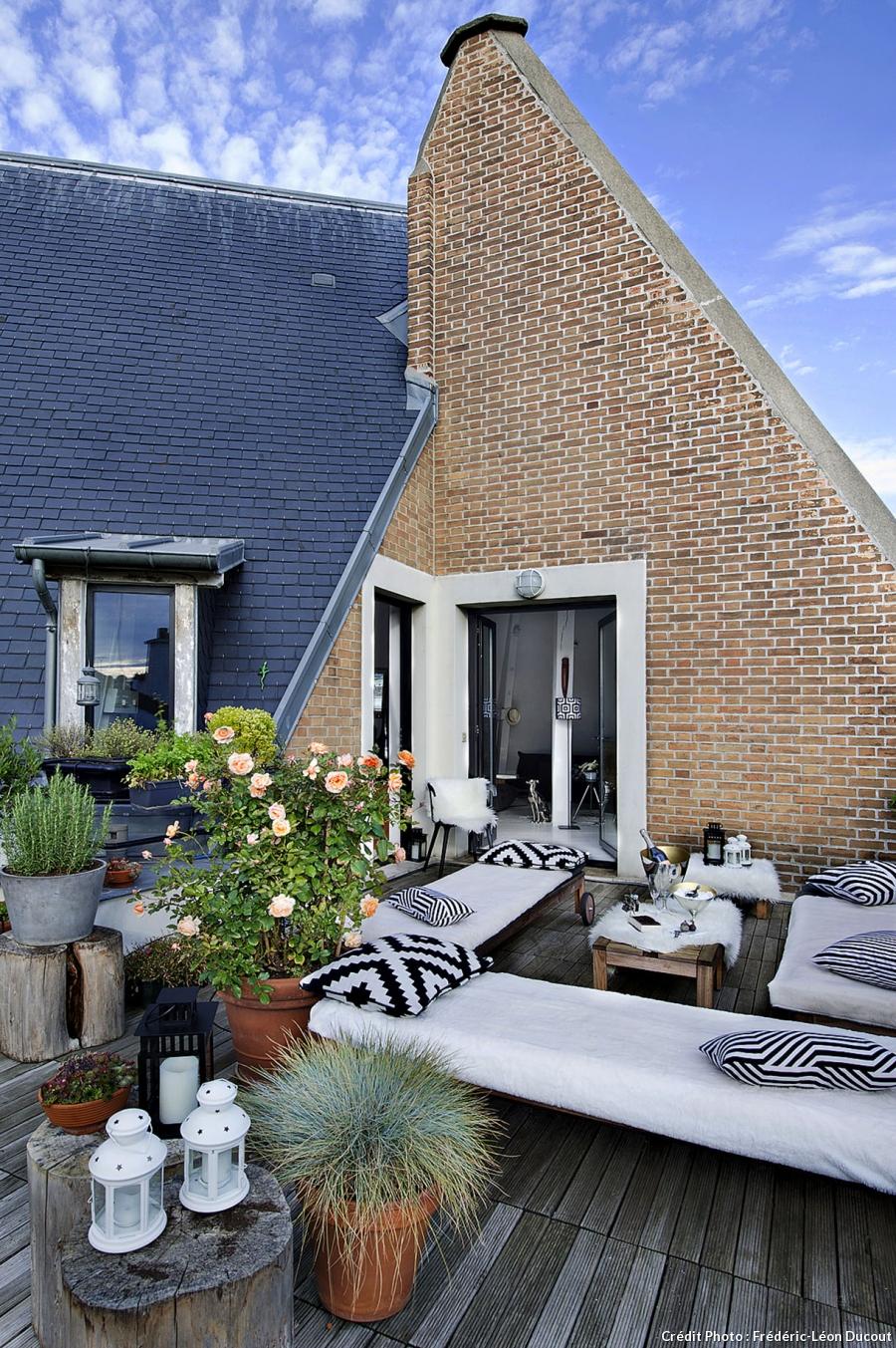 an urban village a paris loft. Black Bedroom Furniture Sets. Home Design Ideas