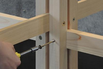 Empernado de listones en estructura de madera