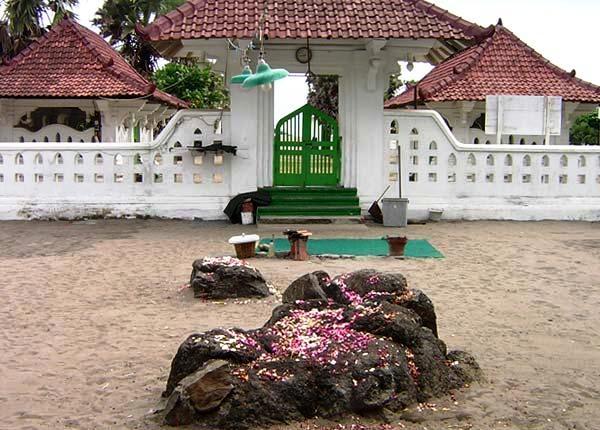 Wisata Pantai di Jogja Yogyakarta - Pantai Parang Kusumo Bantul