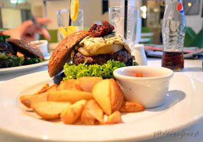 burgery charlie food and friends warszawa bistro restauracja