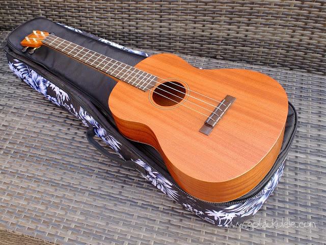 Mahalo U320B Baritone ukulele