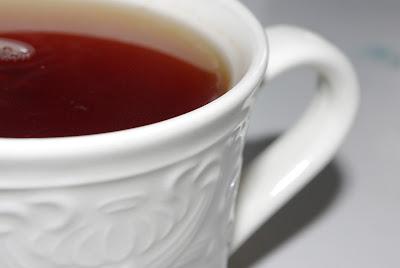 I juni är det inte okej att dricka te bara för att få upp värmen.