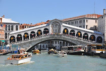 The Rialto Bridge is CLEAN