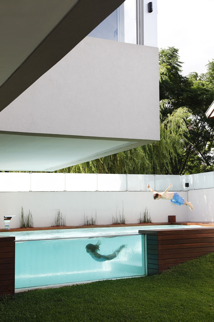 Swimming pool in Modern Villa Devoto by Andres Remy Architects
