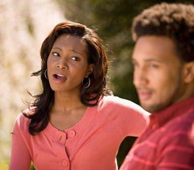 «الرغى» من الزوجات.. دليل على علاقة الحب والحوار مع زوجها - african-american-woman-yell