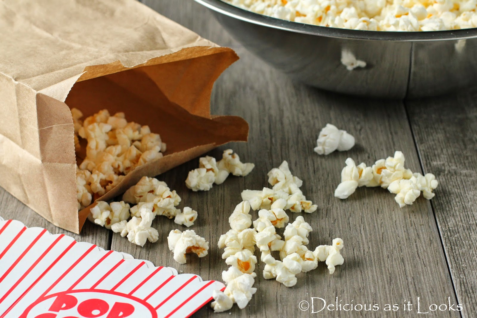 Easy Microwave Popcorn  /  Delicious as it Looks