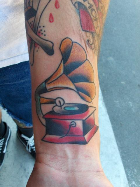 vintage+record+player+tattoo