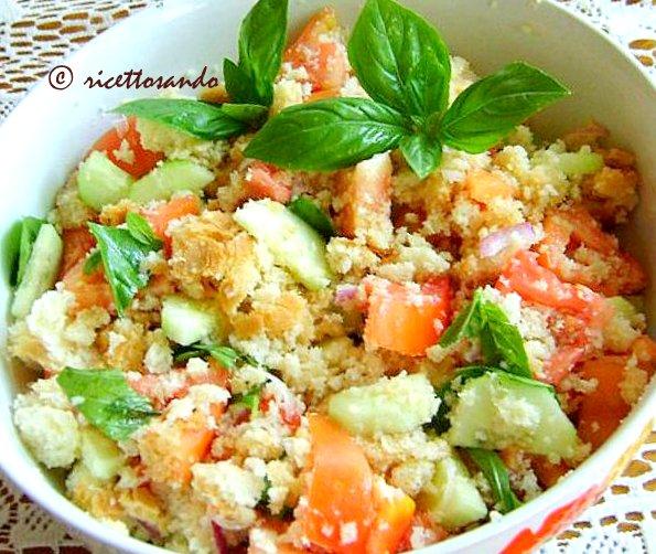 Panzanella ricetta estiva di insalata di pane