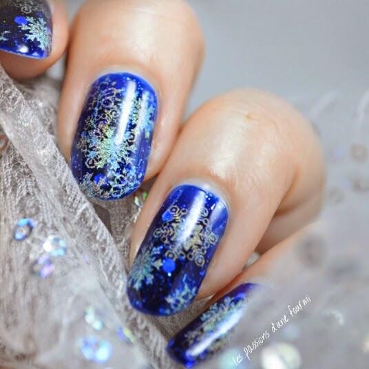 Des flocons de neige sur les ongles nail art La reine des neiges