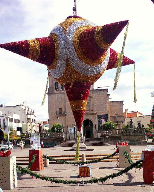 Big piñata - downtown Zapotlanejo - lacasadeleslie.com
