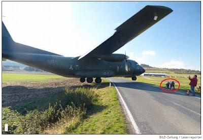 Pouso fora da pista quase atinge pessoas que se despediam de avião