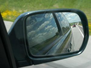 Tips Mencegah Spion Mobil Dicungkil / Dicuri Orang