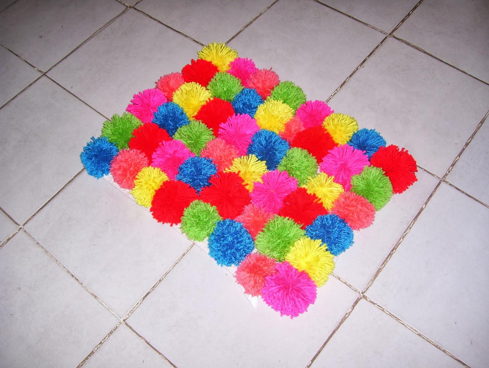 Amigus crochet alfombra de pompones for Alfombras hechas con lana
