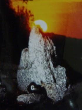 Mohican đá vòng tròn (mộ, tượng đài vòng tròn): Từ Mỹ Stonehenge tờ rơi, bìa trước.