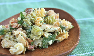 Gorgonzola dressing with chicken, bacon, and spinach all in one ...