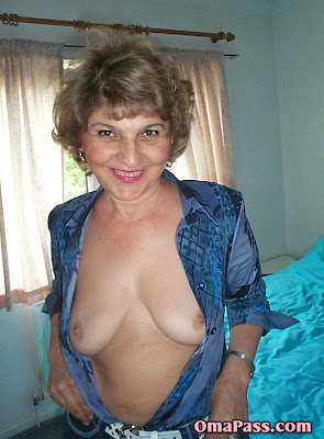 granny-flashing-vids