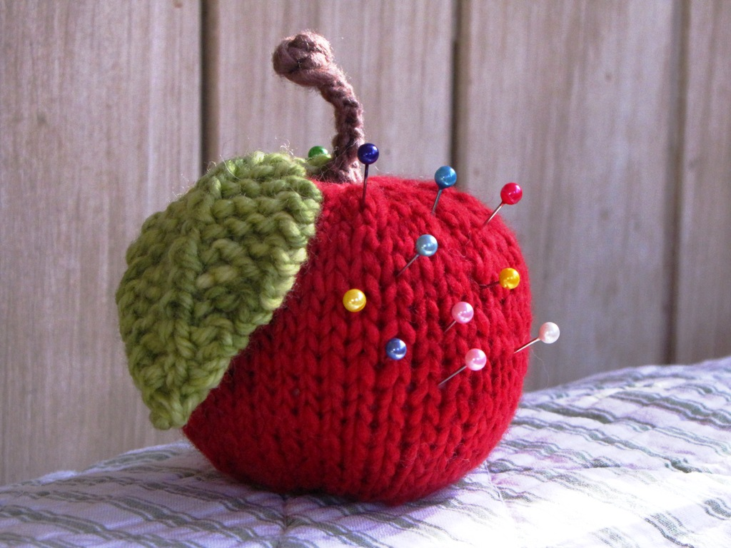 Knitted Apple Pattern : Apple Knitting Pattern Tutorial - Natural Suburbia