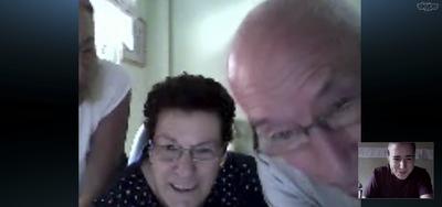 Mi madre, abuela y abuelo a través de Skype