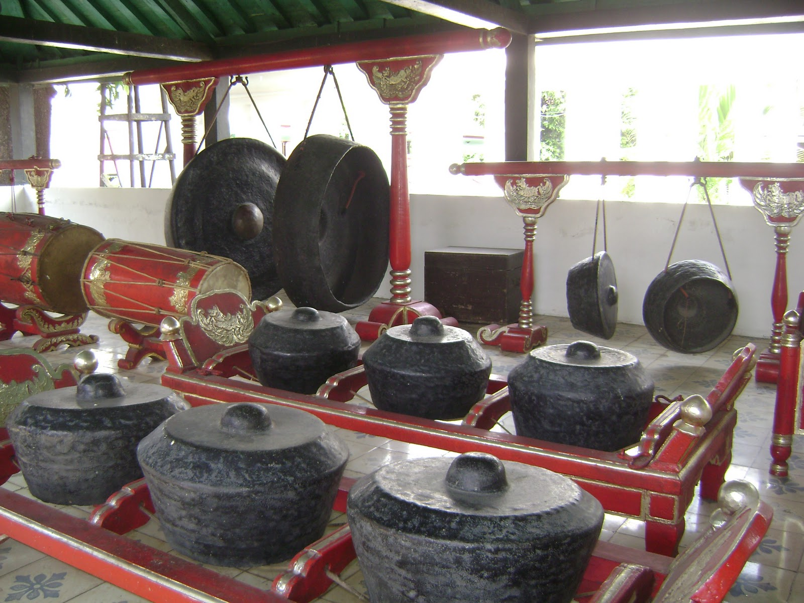 http://ejawantahnews.blogspot.com/2014/04/eksotisme-dari-sebuah-gamelan.html