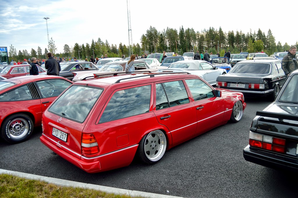 Mercedes Benz S124 Red Stance Style Benztuning